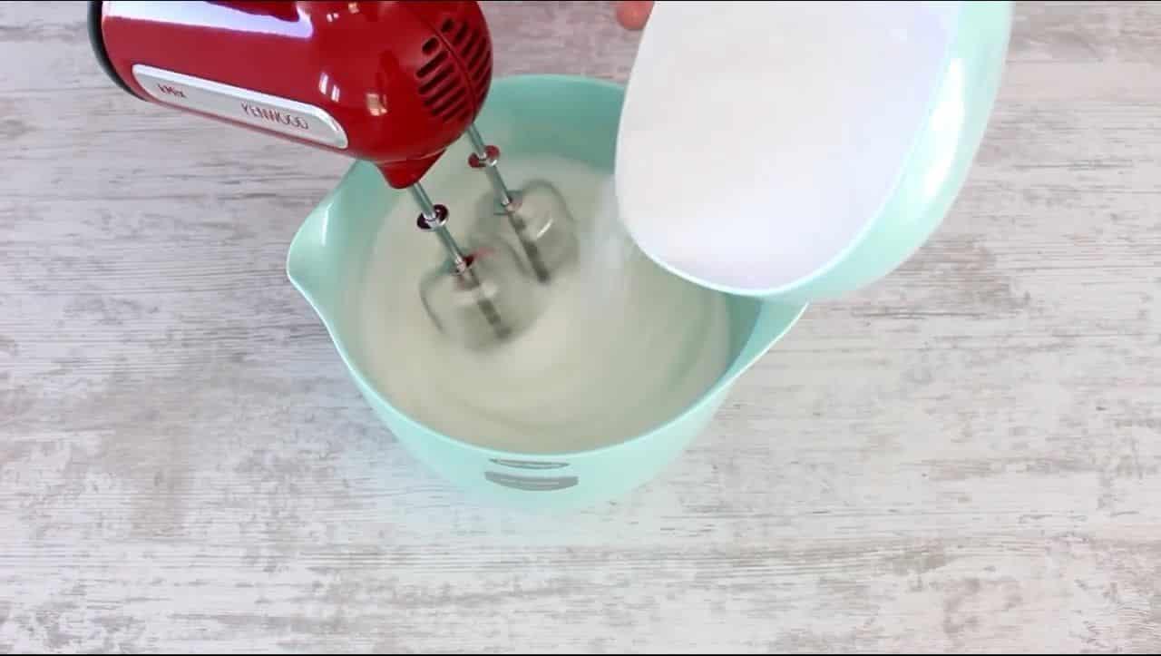 Preparación de Bizcochuelo Esponjoso de Naranja Paso 6